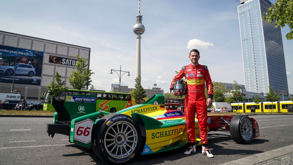 review of the bmw i berlin eprix 3 highlights of the race weekend dhl inmotion. Black Bedroom Furniture Sets. Home Design Ideas